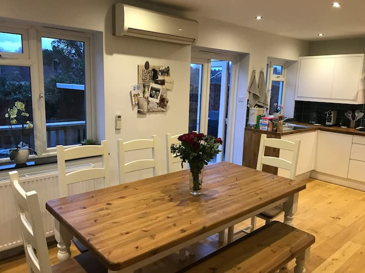 Modern, Spacious 3 Bed House in South West London.