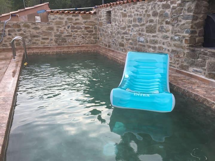 Casa rural con piscina en masía del S. XV .