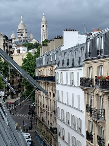 PARIS tiny studio with Montmartre view