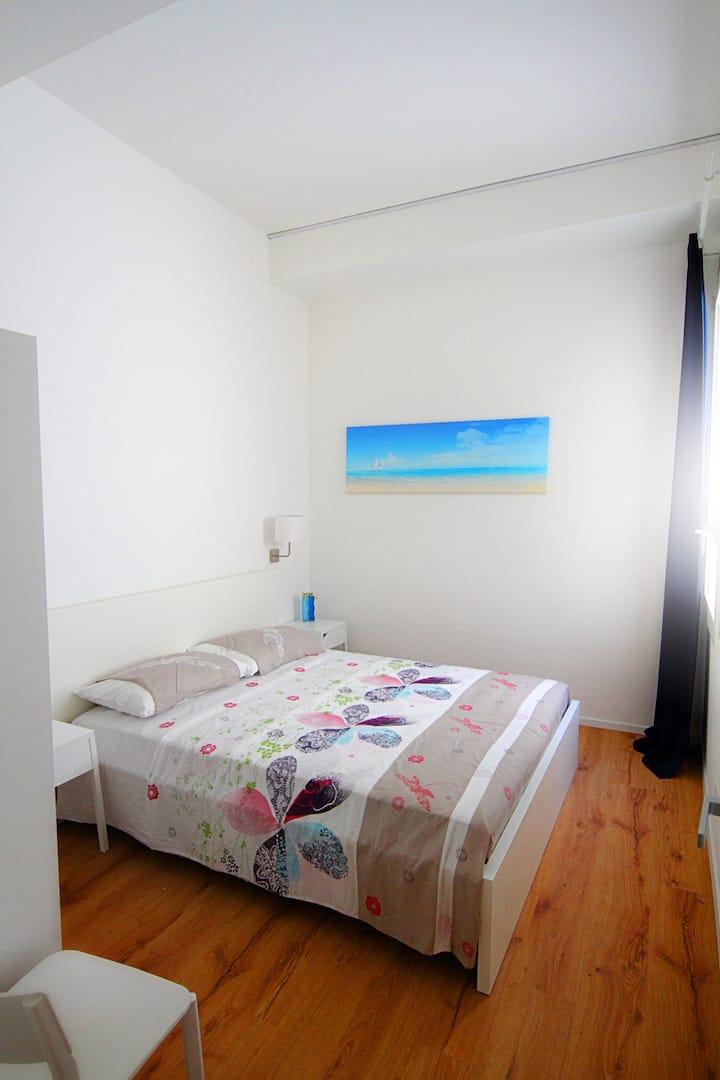 """Centro di Trapani, IL FARO, stanza """"Levanzo"""""""