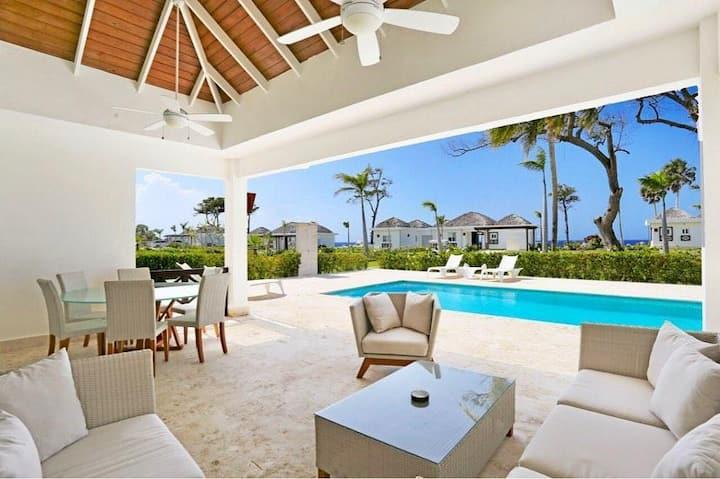 Luxury Ocean View Villa in Exclusive Community