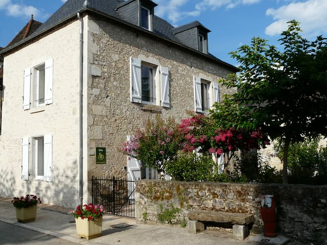 """Maison en pierre """"chez Yvette"""" - Saint-Sozy"""
