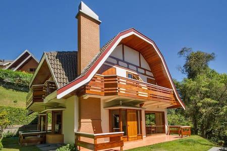 Casa Condomínio - Jardim Véu da Noiva em Capivari