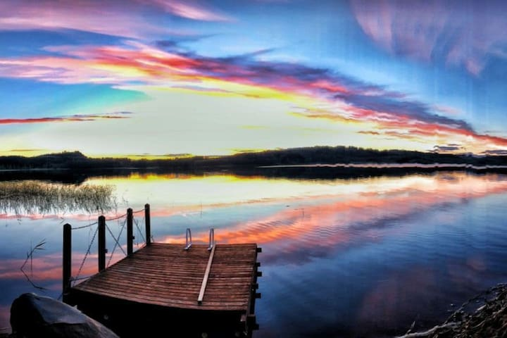 Kiviniemi - A Charming Lake-side Cabin