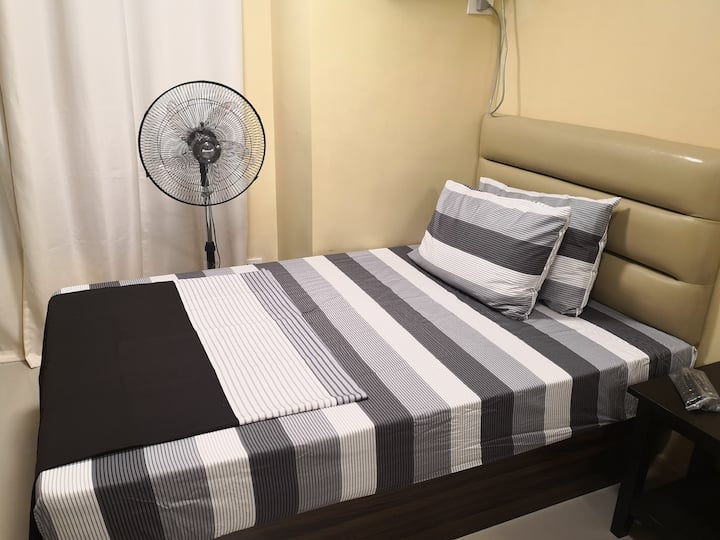 Newly turned over, fully furnished studio type