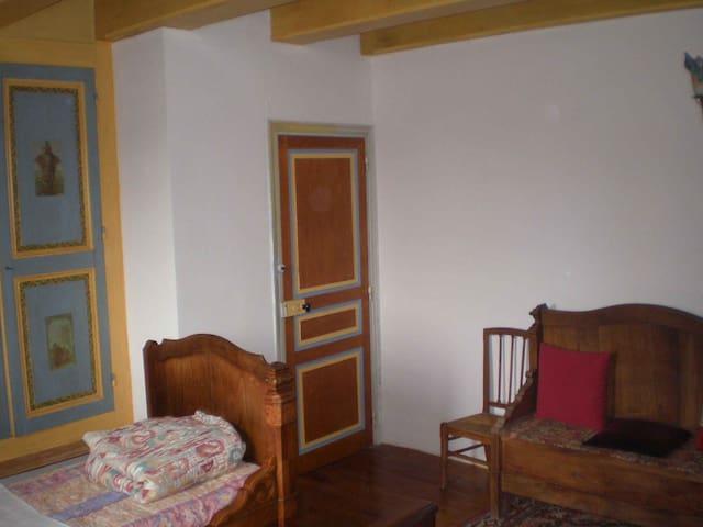 L'entrée de la chambre.