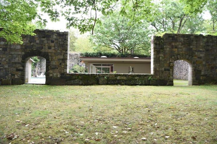 zen house  outdoor area