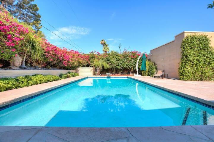 Luxury Goddess Suite w/ Private Bathroom - Palm Desert - Hus
