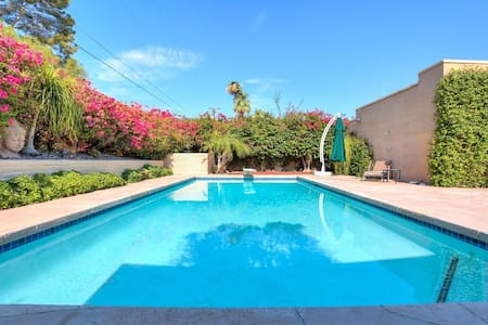 Luxury Goddess Suite w/ Private Bathroom - Palm Desert - Hus