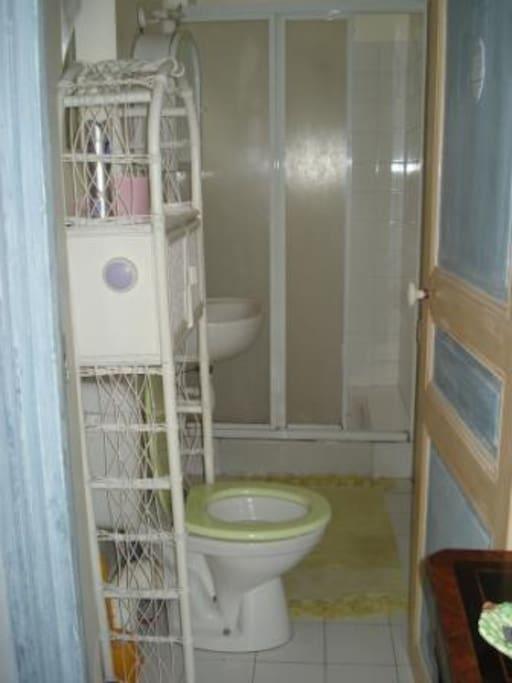 Salle d'eau à partager quand les 2 chambres sont occupées