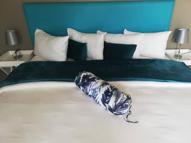 Point Village Hotel - Honeymoon Suite