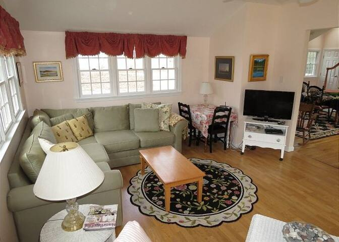 OFIORT*-Nicely refurbished 3BR/2BA home