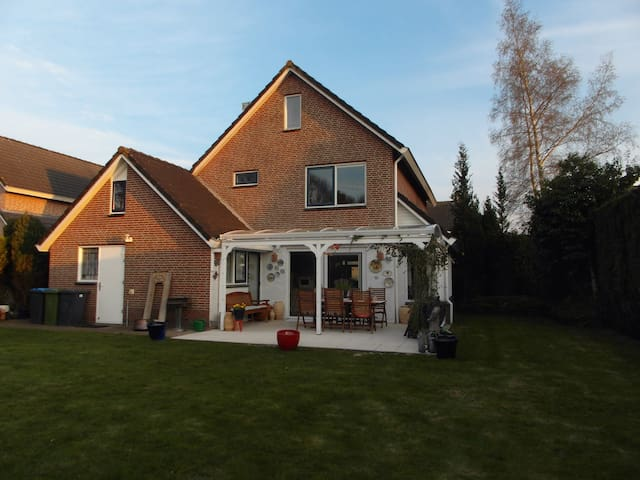 The Motorcycle Airbnb - Assen - House
