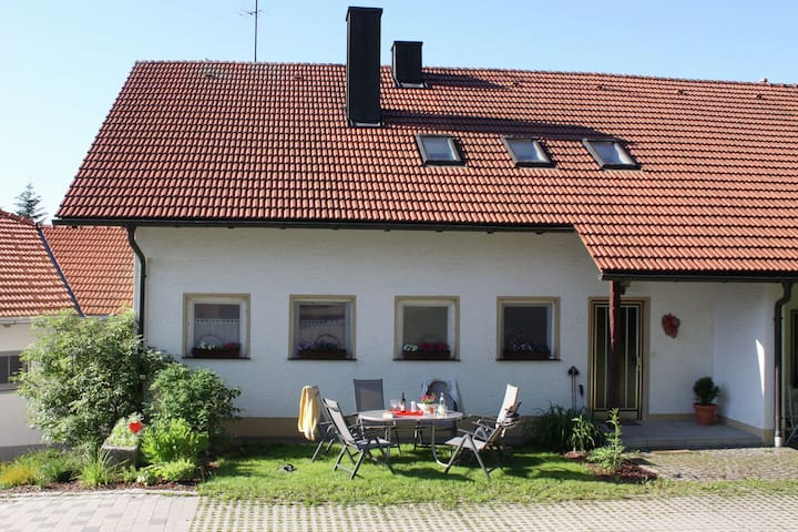 Holiday home in the Lower Bavarian Forest with fireplace and large garden