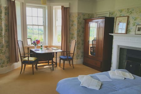 Ensuite in traditional country home. Near M6 Jct44 - Carlisle