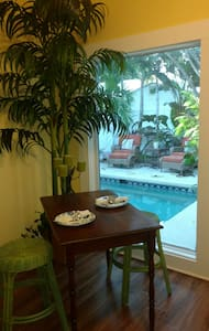 Serenity Bungalow Suite - Saint Pete Beach