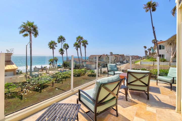 Upscale dog-friendly house w/ ocean view & beach access - great for families!