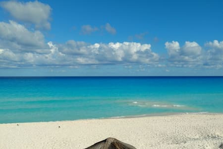 Best Location, Best Beach, Heart of Hotel Zone! - Cancún