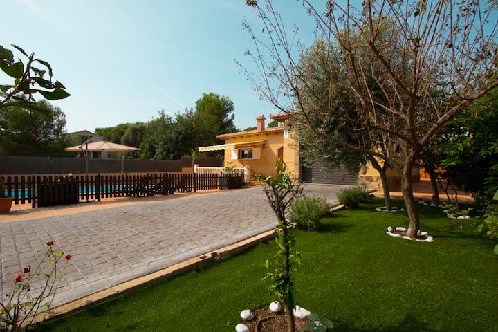 Catalunya Casas: Villa en Mas Borras con una piscina privada, a 5 min de la playa!