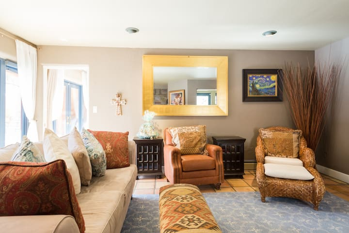 Media room with HDTV and Sonos sound bar! Lots of cozy seating