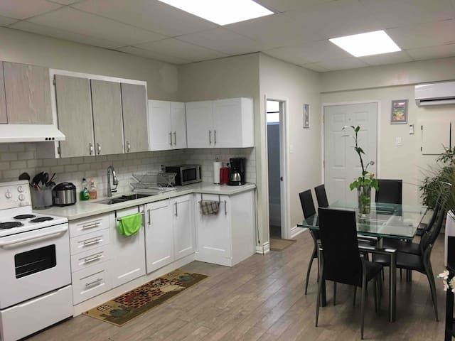 Private Guesthouse near Subway and Dufferin Mall