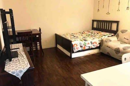 私人浴室双人房 独享私人空间 与后院相连