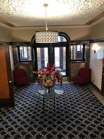 Return to Elegance , entire home ! - Akron - Daire