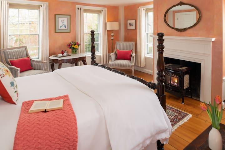 Beach Rose Room - Candleberry Inn