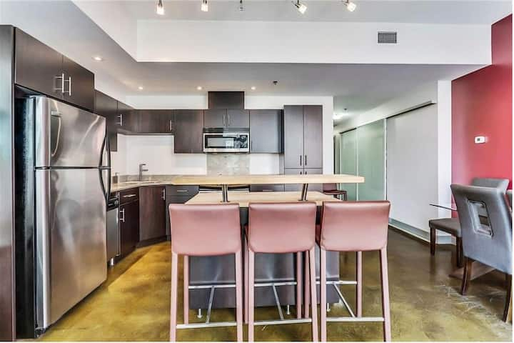 2br/2ba DOWNTOWN Calgary with parking!