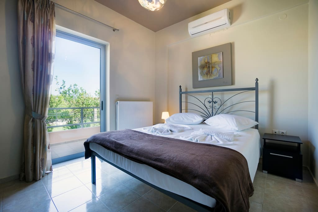 Master Bedroom - double Bed - a/c