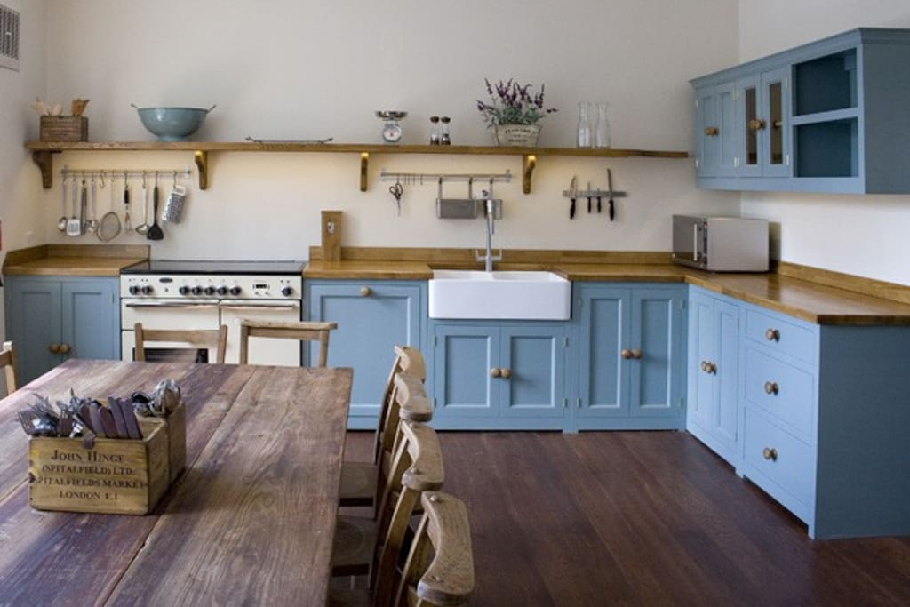 Spacious fully fitted kitchen. well equipped for self catering.