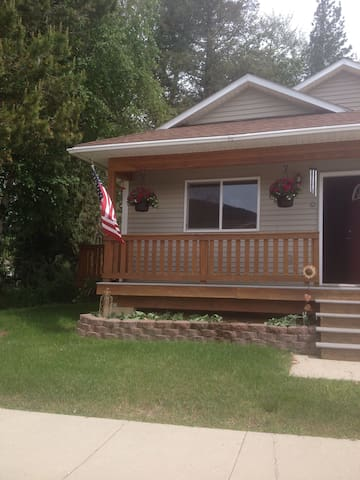 Comfortable home for 1 or 2 guests & breakfast!! - Sandpoint - Talo