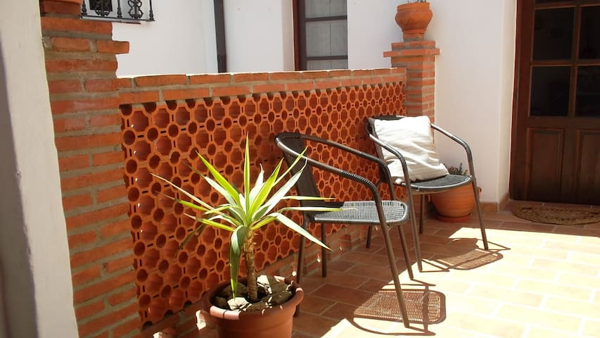 Beautifully restored old town house - Álora - House