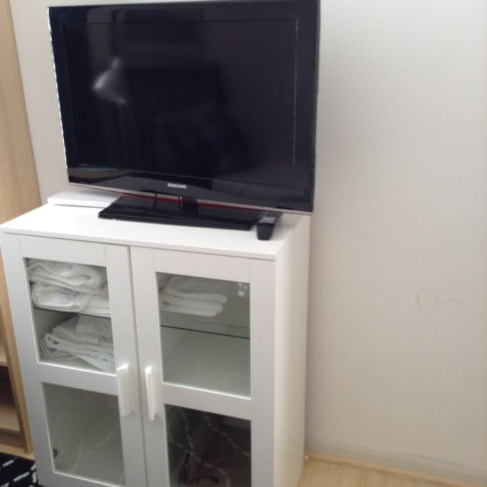 "Cabinet for storage of your clothing and towels .. 40 "" TV"