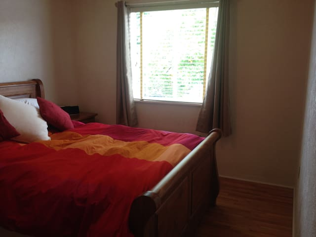 Sunny Fairfield Apartment