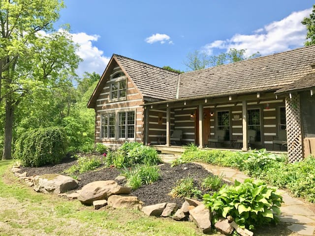 Cabin on 55 acres w/Hot Tub, Fishing, Hiking+More!