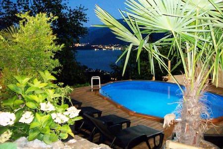Camera matrimoniale con balcone e vista lago - Gravedona