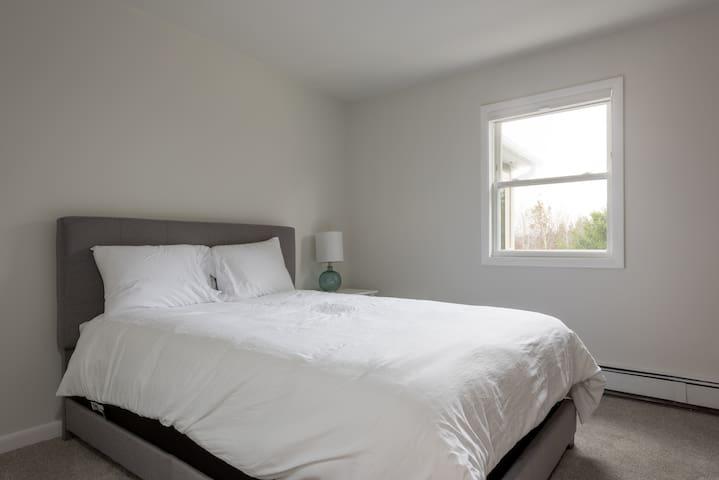 Guest Room 4 - 1 Queen Bed