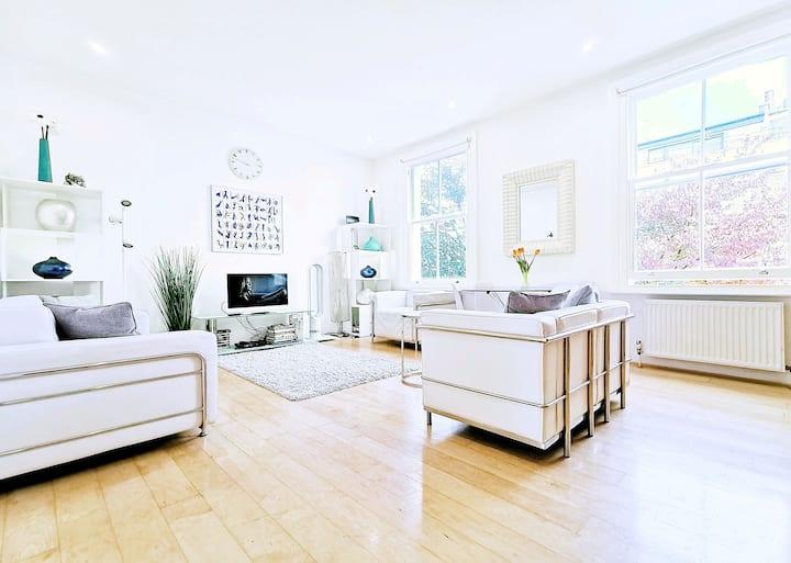 A Design Flat 200+reviews Super Location & Central