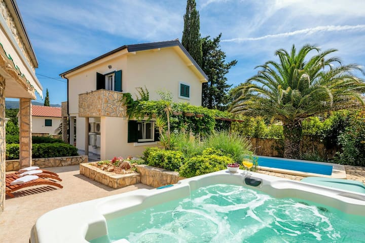 Villa Verboscana with pool, gym,hot tub & sauna