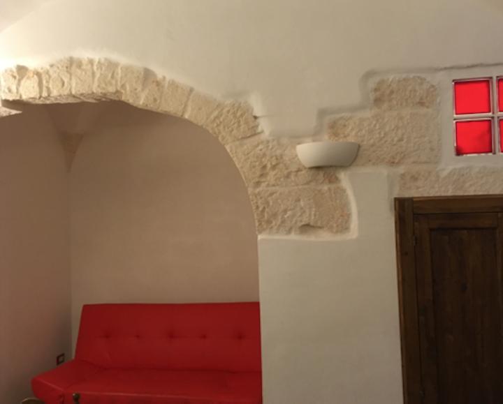 Casa dell'ottocento, nel paese dei Messapi.