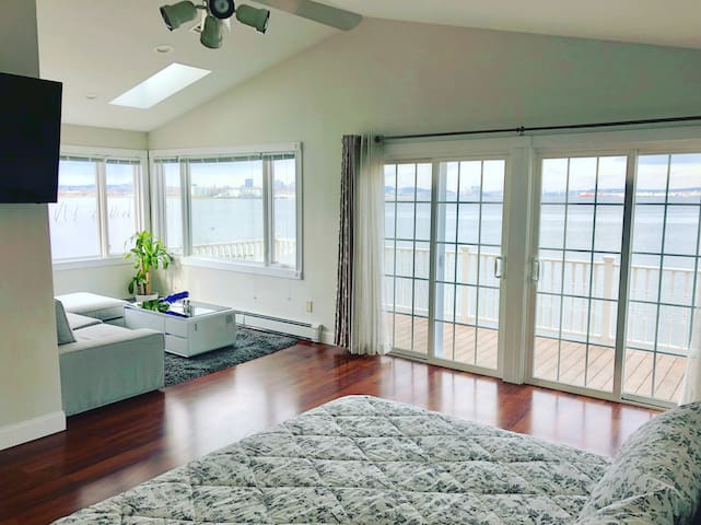 Beautiful Modern house By the Bay w out door Spa