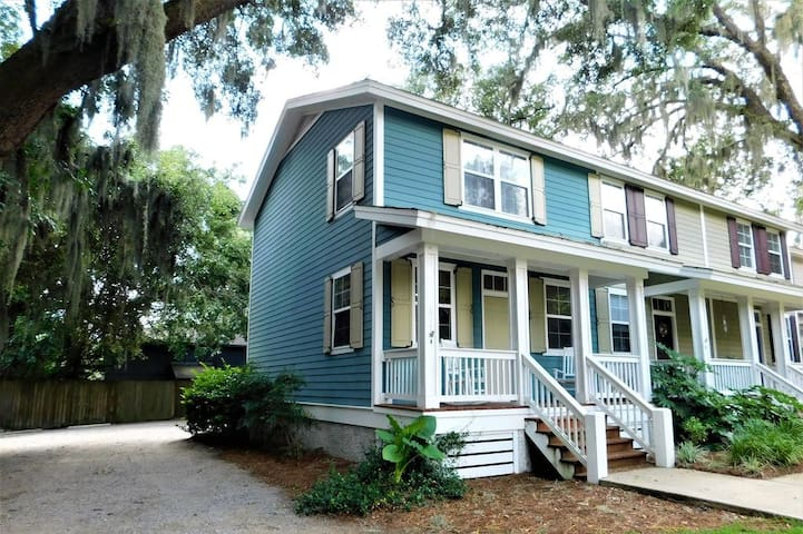 Cute as a Button Townhouse Close to Parris Island!
