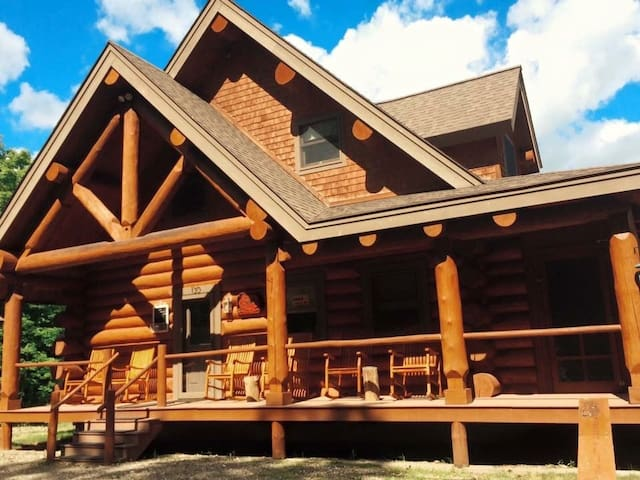 Mountain Haven Log home - gorgeous - Pittsburg - Talo
