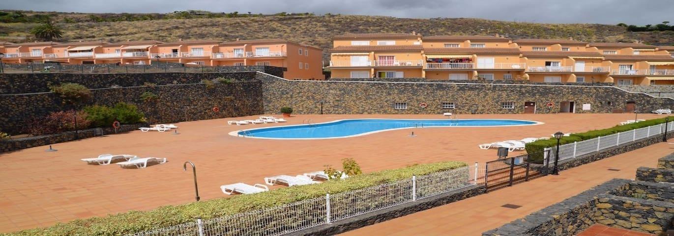 Apartamento privado con piscina.