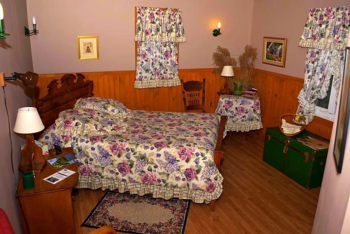 Chambre La Bruno (Gîte La BouGie Verte) - Saint-Urbain - Pousada