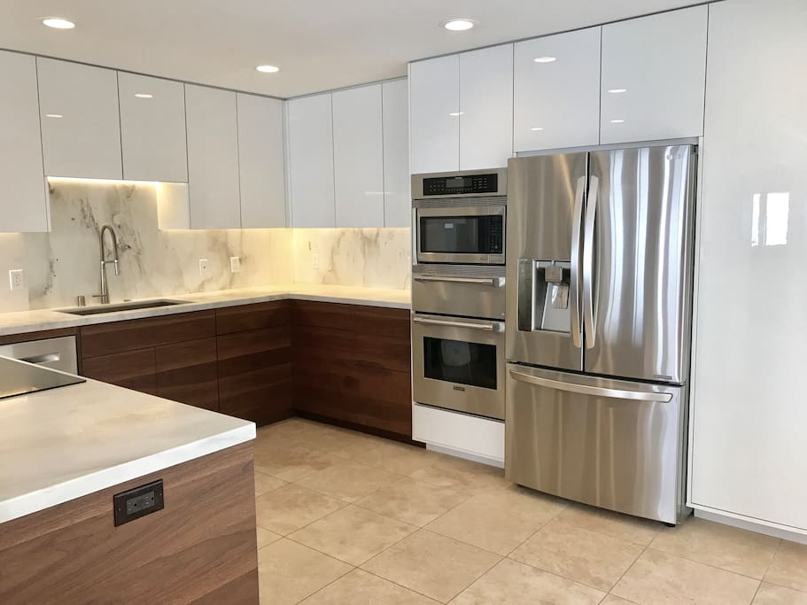 Luxurious kitchen with all modern appliances!