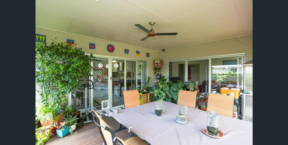 Clean, Cosy private with nbn and tv room
