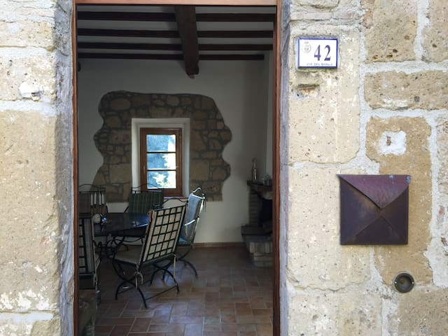 Beautiful townhouse in authentic Etruscan city - Sorano - Rekkehus