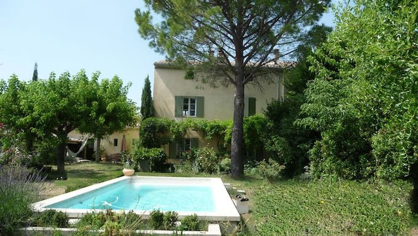 Private flat in old house + pool & garden - Pernes-les-Fontaines - Apartament